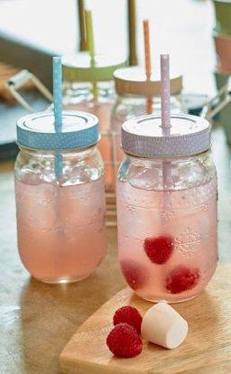 Mason jar sklenice s fialovým víčkem a brčkem
